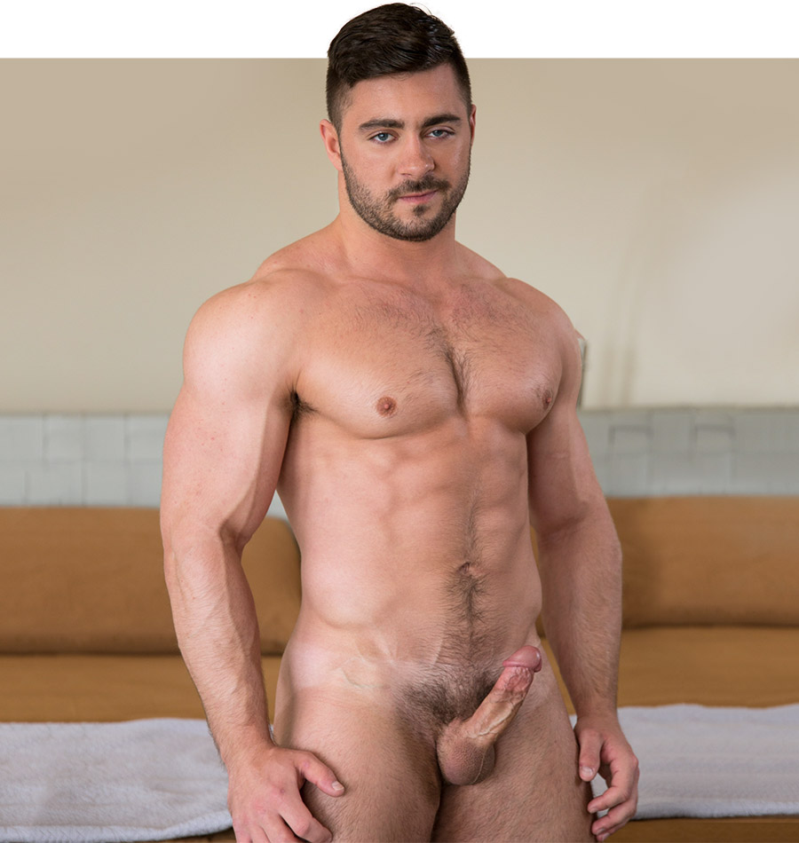 gay man muscle nude